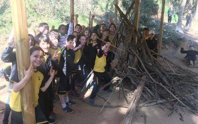 Camina descalç. La selva de l'Aventura. Activitat sensorial dels alumnes de 4t de primària a Arbúcies.