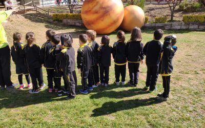 Els alumnes de 1r de primària  descobrim planetes, estrelles i meteorits a Can Miqueló. Centelles.