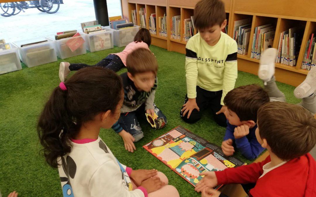 Quins serveis ofereix una biblioteca? Segon de primària visita Can Pedrals.