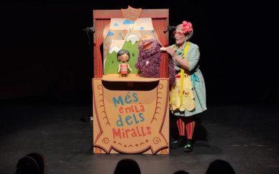 Els alumnes de 1r de primària ens endinsem en el Teatre Auditori a través de l'espectacle MÉS ENLLÀ DELS MIRALLS!